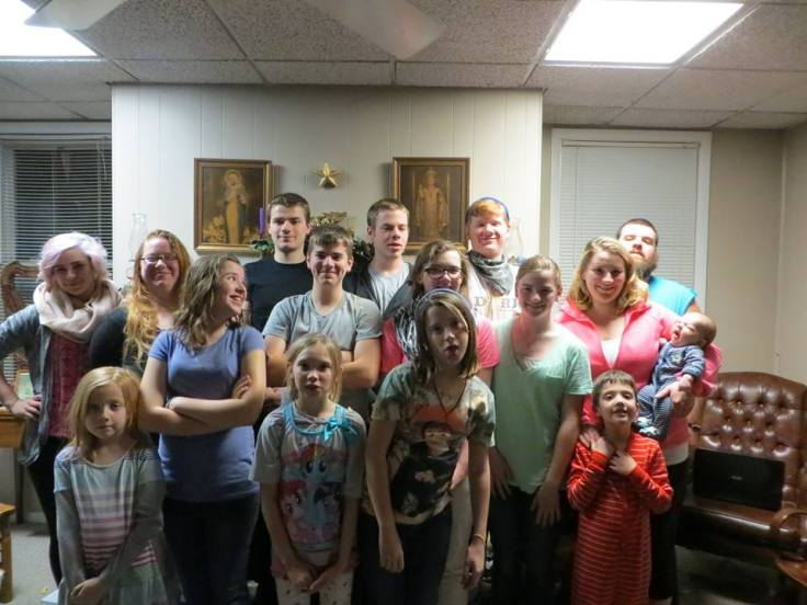 """family reunion descriptive paper """"a family that prays together stays together"""", is something my grandmother  medea would always say i will be describing about the family reunion which  brought."""
